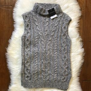 Topshop• Gray Knit High-Neck Sweater